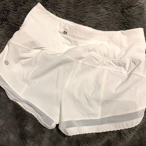 🏃🏽♀️🤍Lululemon sz2 shorts w/built in underwear